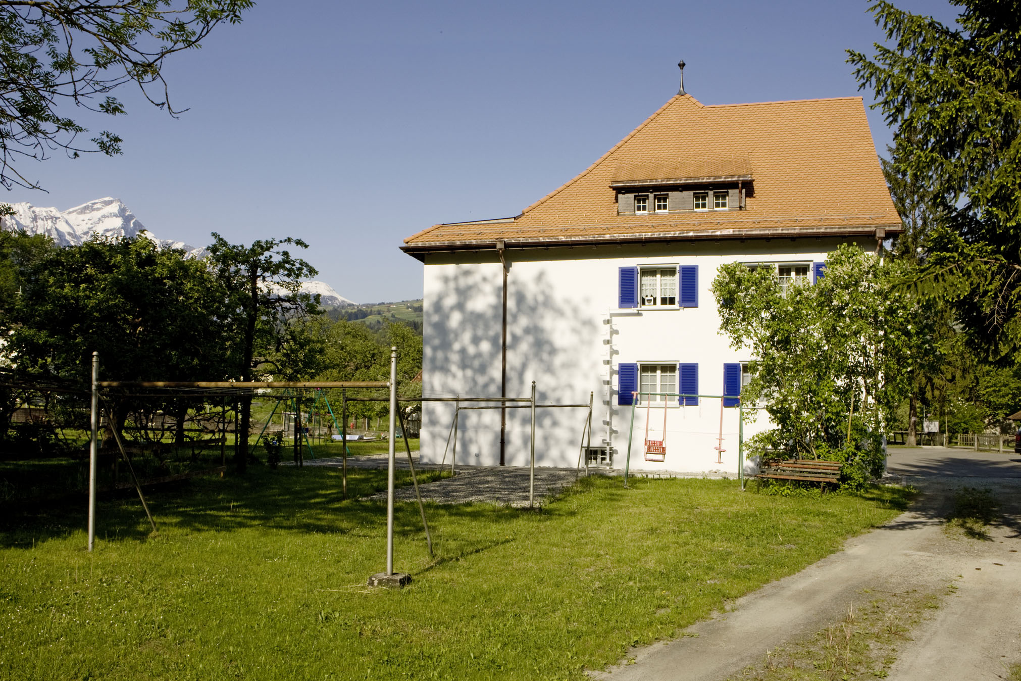 sils im domleschg christian singles Address, residence, date of birth and credit rating of regula gilli in sils im domleschg.